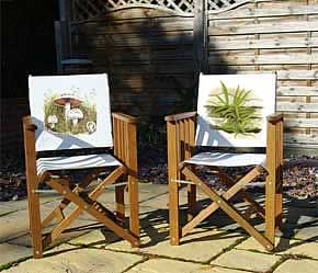 Folding tennis chairs with botanical image printed on back panel
